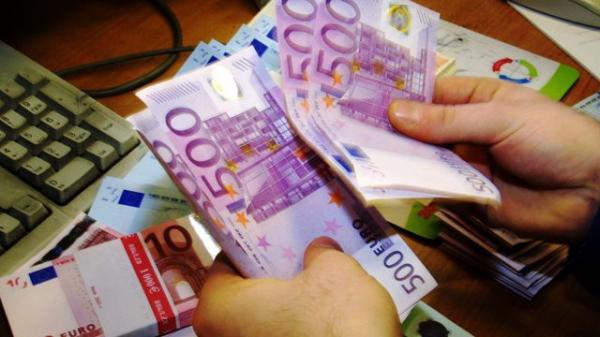 Hallo Frau und Herr Überall auf der Welt biete ich Ihnen ein Darlehen von 5000 € bis 15.000 .000 € an, das allen Personen, die es mit Zinsen zum Zinss